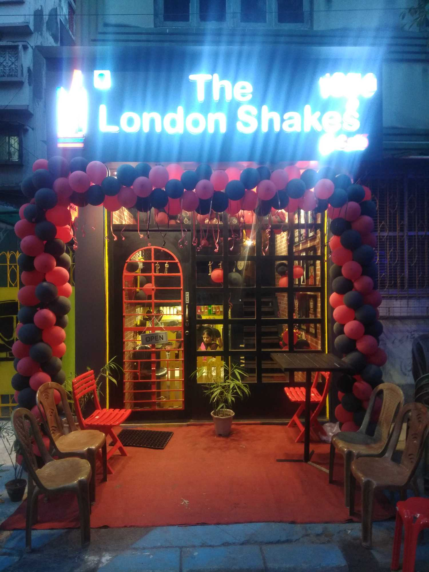 The London Shakes And Cafe (Phoolbagan)